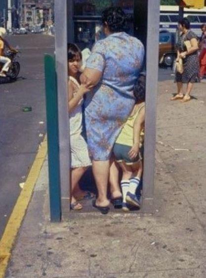 Jak sardinky v telefonní budce