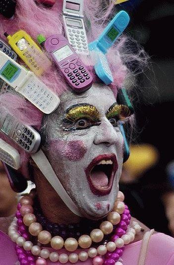 Úchyl s mobilama