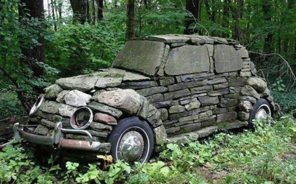 Automobil z kamení