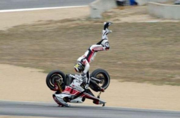 Zajímavý držkopád na motorce