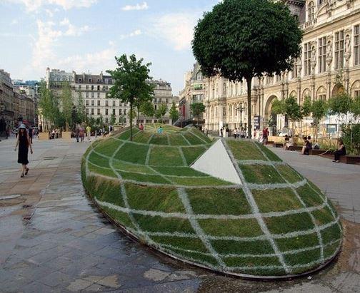 Glóbus uprostřed Paříže?