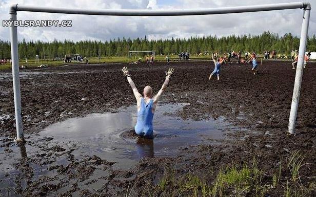 Hrajeme fotbal v močále
