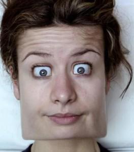 Poněkud hranatý obličej