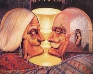 Děda s babkou, nebo dva sedící muži v klobouku?