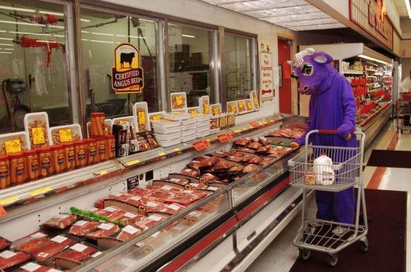 Když kráva nakupuje v obchodě