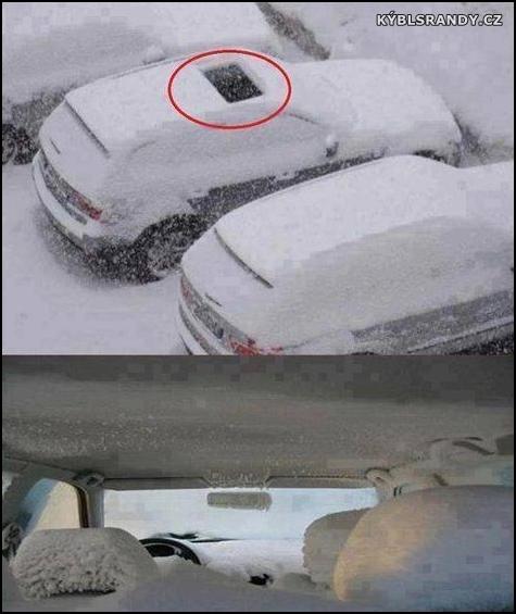Kompletně zasněžené auto