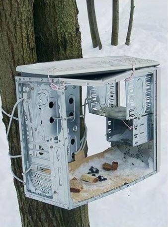 Krmítko pro ptáky z počítače