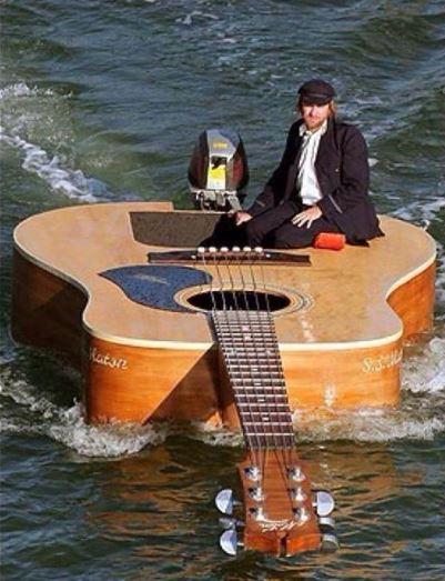 Co takhle plout na kytaře?