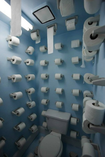 Na tomto WC toaletní papír nedojde