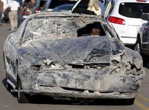 Neuvěřitelně poškozené auto