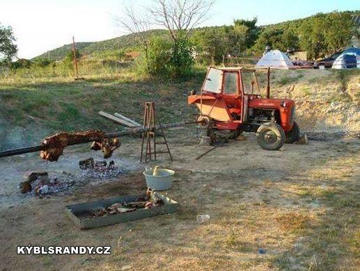 Opékání s traktorem