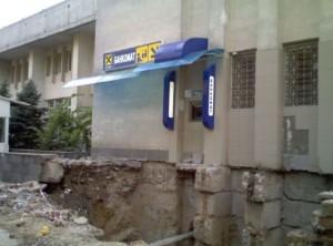 Pojďte si vybrat peníze z bankomatu