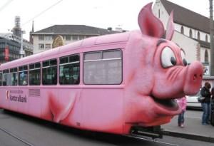 Růžová prasečí tramvaj