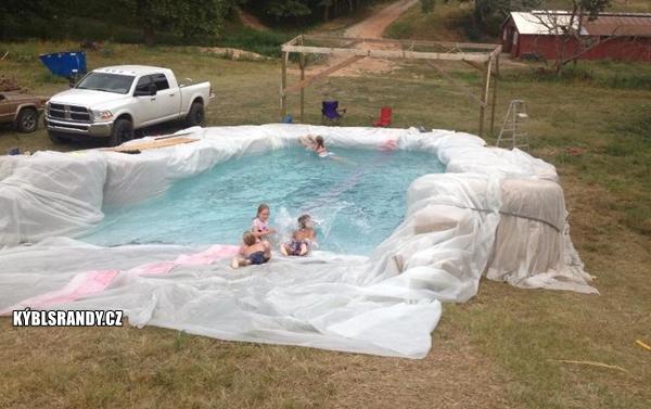 Provizorní bazén