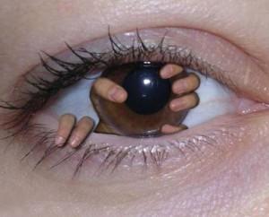 Prsty v oku