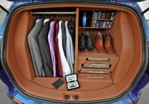 Šatník v autě