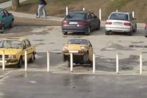 Špatně zaparkované auto
