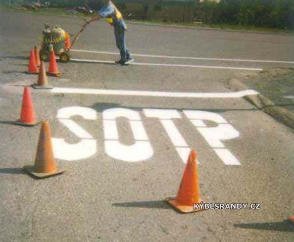 Chyba v nápisu Stop