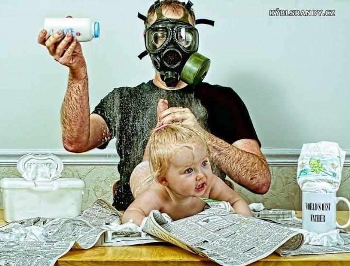 Takto přebalují děti tatínci