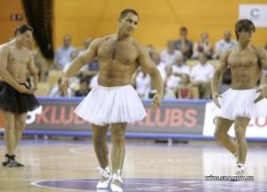 Tanečníci v sukýnkách