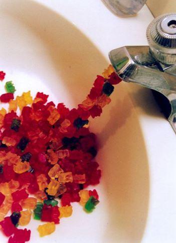 Místo vody tečou medvídci