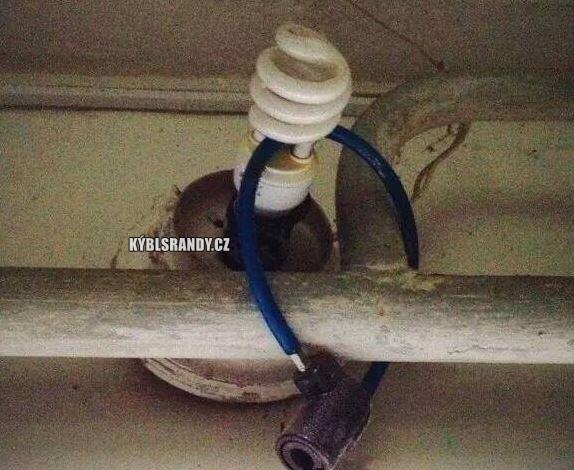 Uzamčená úsporná žárovka
