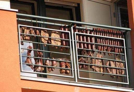 Uzení na balkóně
