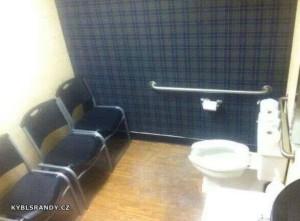 WC s diváky