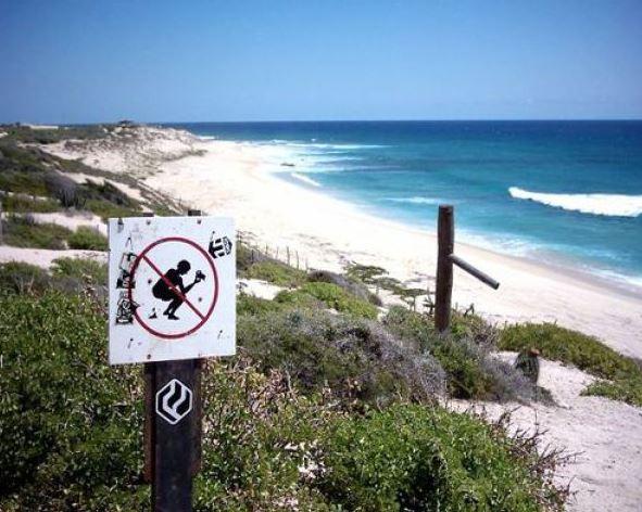 Zákaz kálení na pláži