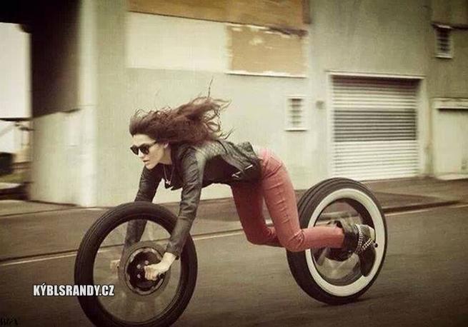 Žena motorka
