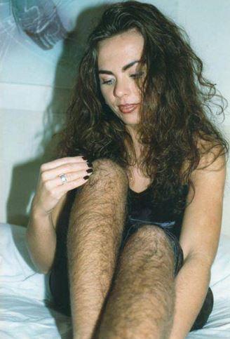 Žena, co si neholí nohy