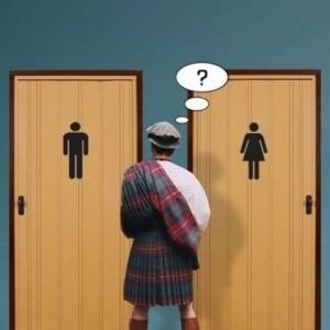 Zmatený Skot potřebuje na WC